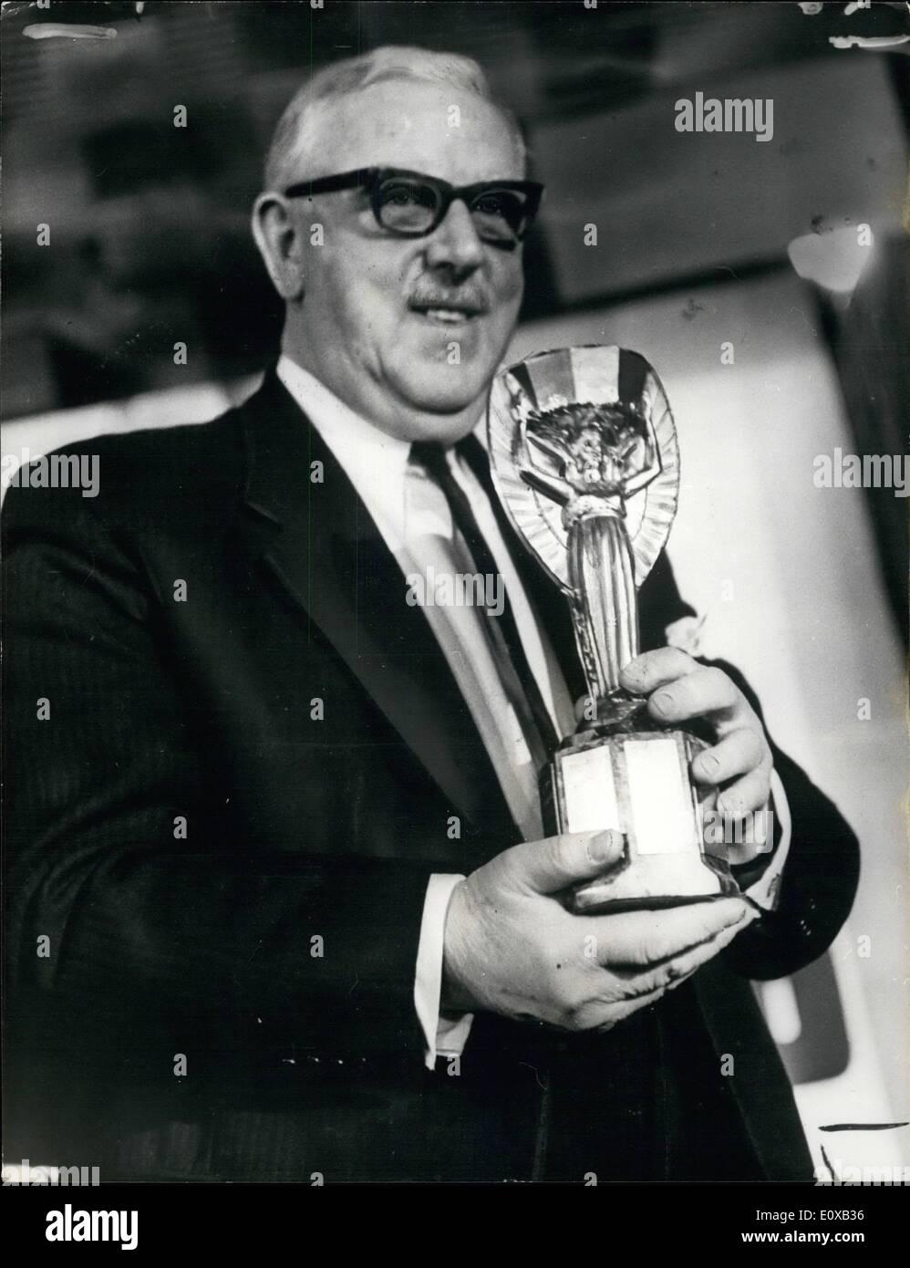 01 janvier 1966 - le tirage de la Coupe du Monde de football: Le tirage au sort des phases finales de la Coupe Banque D'Images
