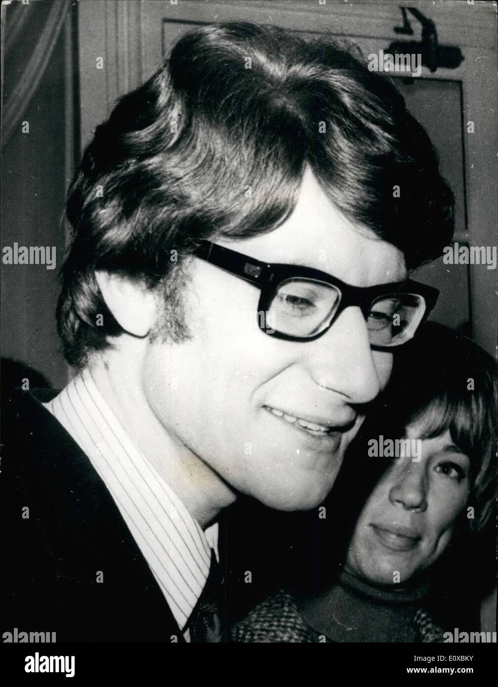02 Fevrier 1966 Yves Saint Laurent Sports Une Nouvelle Coiffure A