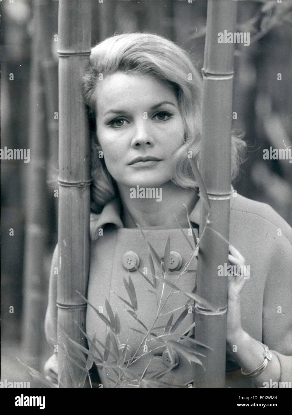 Belle 1967 actrice décembre 1967 12 blonde déc Carroll Rome 5SxqwnHBX4