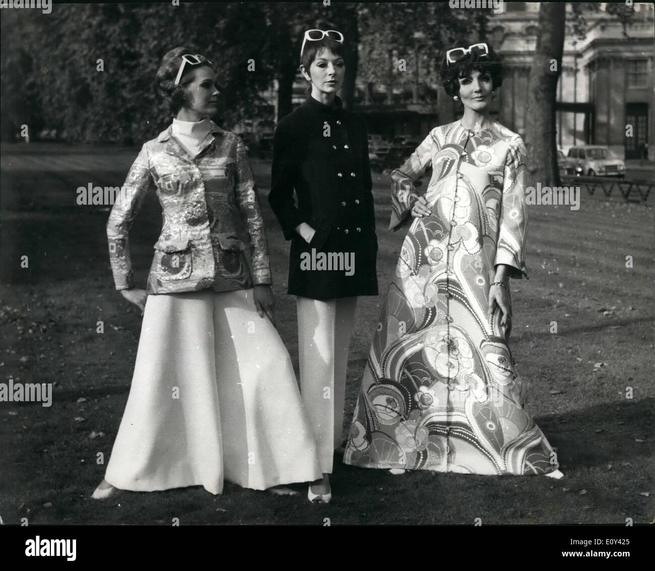 10 octobre 1968 - pour voir la princesse Alexandra Fashion Show   en  présence de la 1847eaa1378