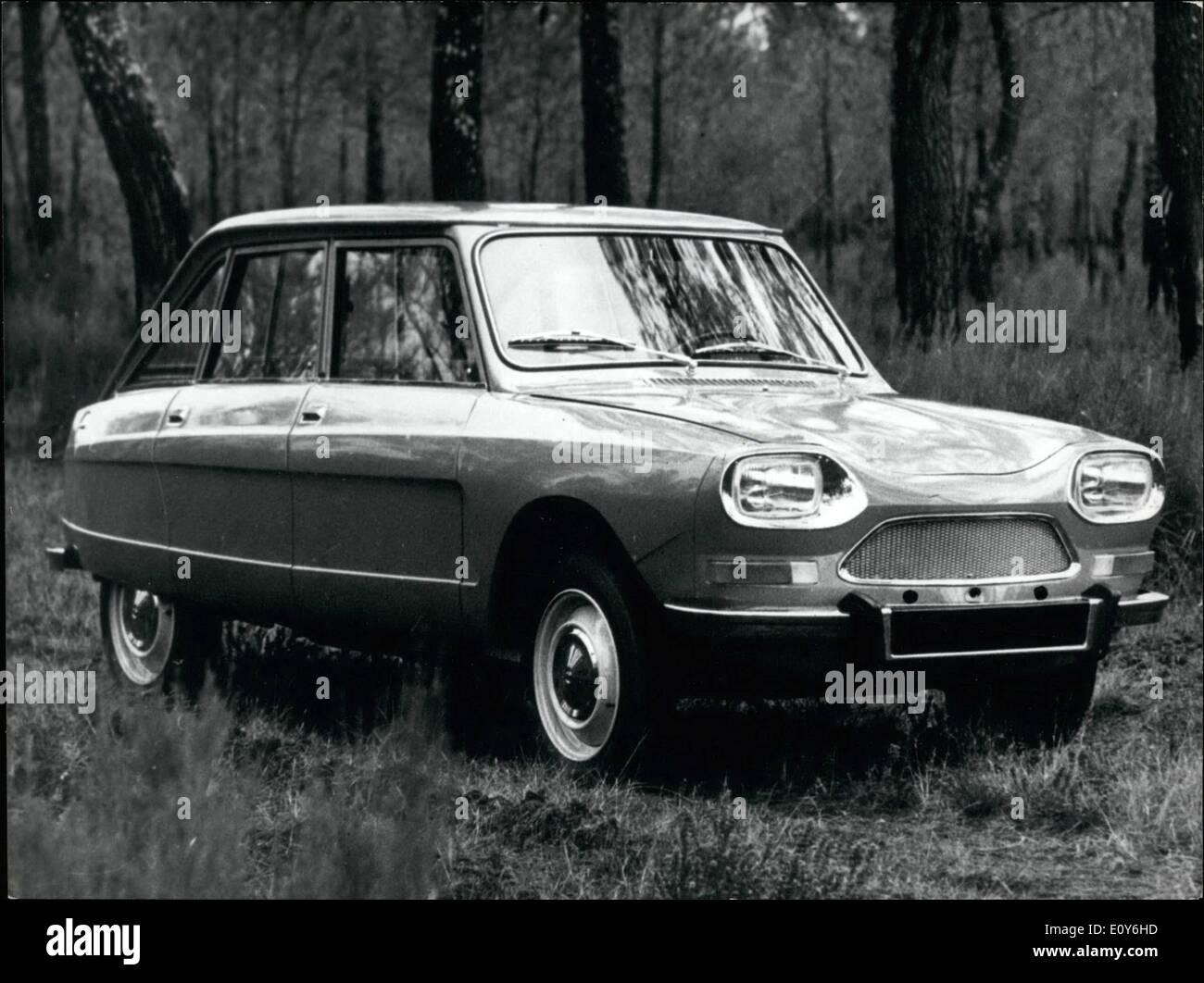 Mar. 03, 1969 - ''Ami'' 8 Attraction Citroen n° 1 au Salon de Genève: l'Assemblée annuelle de l'automobile est aujourd'hui détenu à Genève. Photo montre la nouvelle voiture Citroen Ami ''8'' au Salon de Genève. Photo Stock