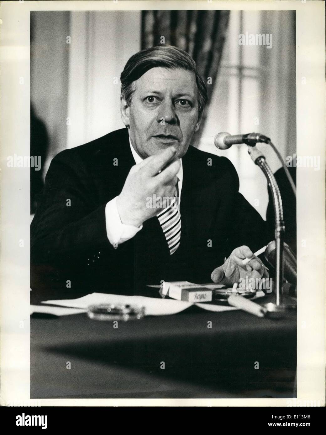 10 octobre 1975 - Helmut Schmidt, chancelier de la République fédérale d'Allemagne s'exprimant lors de l'US Council de la Chambre de commerce et de commerce à l'hôtel Pierre à New York. Photo Stock