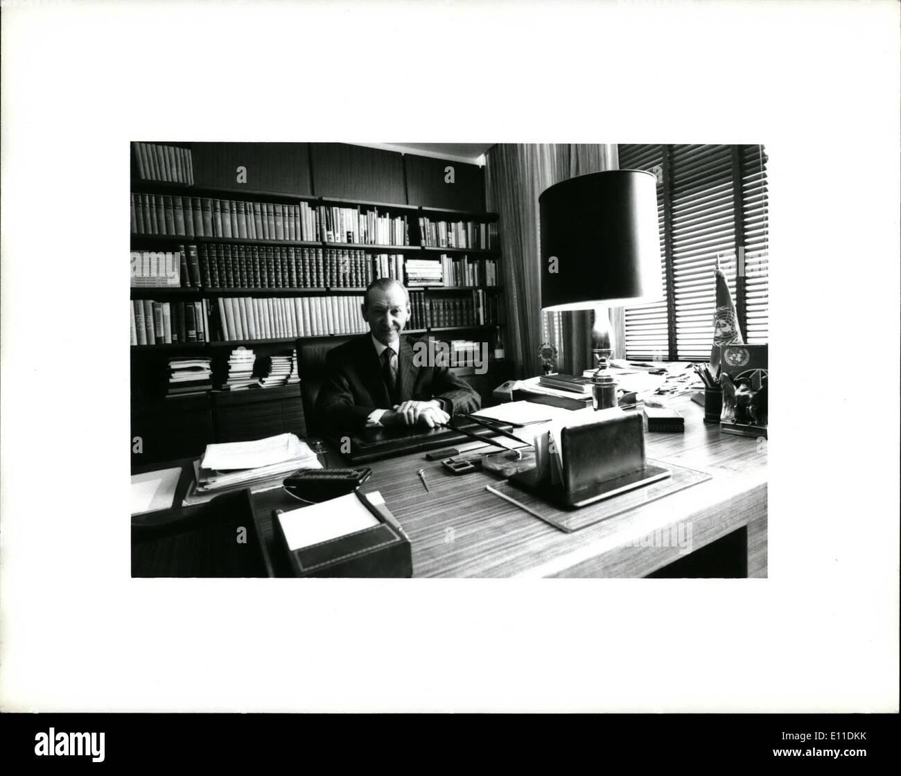 Mai 05, 1977 ONU - Sec.Gen.Kurt Waldheim dans son bureau. Photo Stock