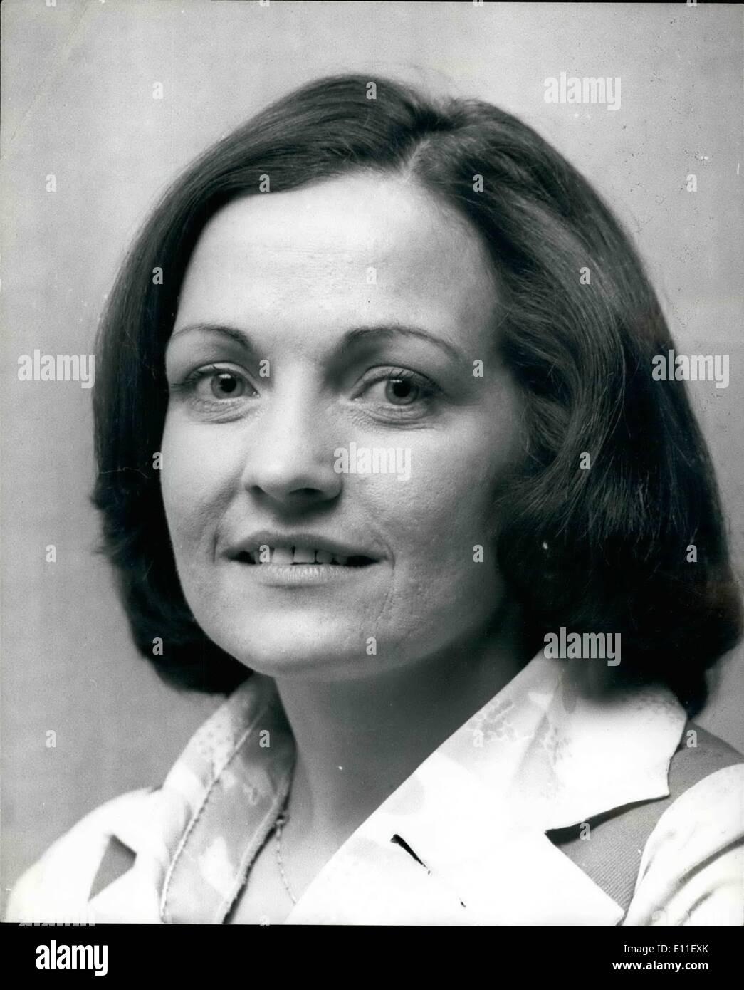10 octobre 1977 - Les femmes leaders du mouvement de la paix de l'Ulster reçu le Prix Nobel de la paix: le prix Nobel de la paix a été décerné hier à la femme qui a fondé le mouvement de la paix de l'Ulster. Ils sont Betty Williams et Mairead Corrigan, et le prix sera d'une valeur de plus de 5 000. Phot Mairead Corrigan montre l'une des deux femmes leaders du mouvement de la paix de l'Ulster qui ont reçu le Prix de la paix;l Nobe. Photo Stock