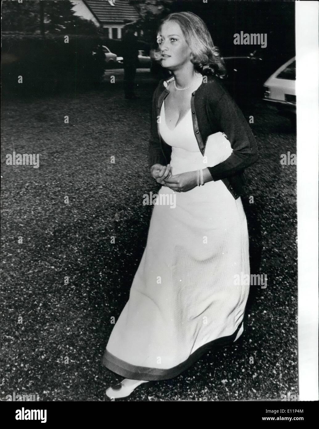 Mai 05, 1979 - Les Danois croient comtesse désirs pourraient être la fiancée pour le prince Charles? Les amis du tribunal danois estiment que 24 ans Comtesse Desiree de Ingeborg Maratha rosin borgwould l'oiseau parfait pour le prince Charles. Desireew, surnommé desy, est la fille du comte Fleming, anciennement prince du Danemark. Il renonçait à son titre quand il a épousé un roturier, Ruth Nielsen en 1949. Les comtesses est une reine venue de Margaretha de Danemark. Demain, la reine et le prince Philip va commencer une visite d'Etat de quatre jours au Danemark, de sorte qu'ils auront la chance de rencontrer Desiree Photo Stock