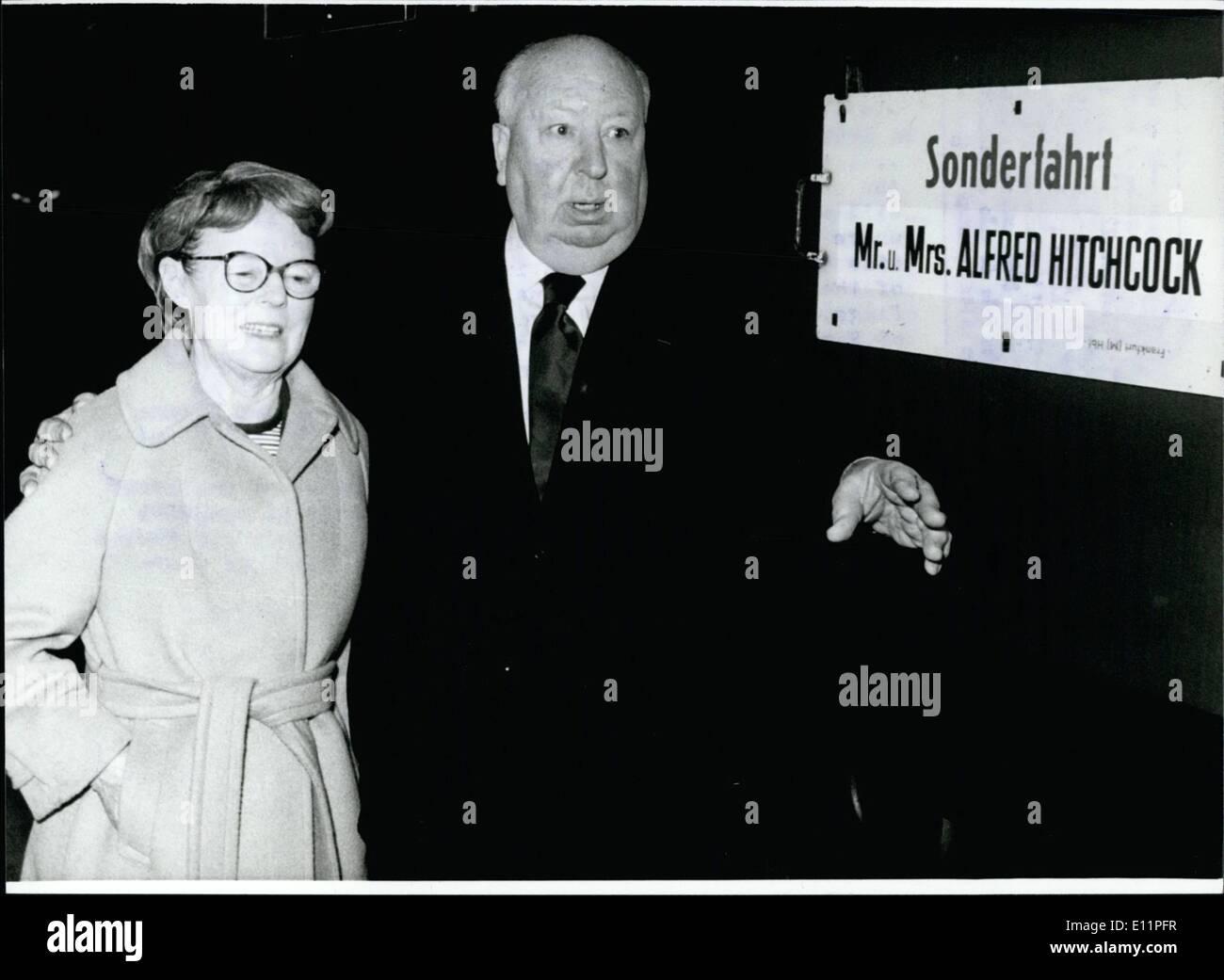08 août, 1979 - Alfred Hitchcock est ramené à 80 ans pour rendre la chair de cinéphiles rampage. qui n'a, depuis de nombreuses années, et il l'aime pour faire d'autres - Alfred Hitchcock (Alfred Hitchcock), sur notre photo avec sa femme ), le maître de thriller psychologique, qui le devient dans un court laps de temps de 80 ans. Né à 13 août 1899 à Londres/Angleterre - enseigné dans un collège jésuite - et plus tard élève de science de l'art et techniques - Alfred Hitchcock est venu au film en tant que scénariste et dessinateur d'entre-titres. Il a fait la promotion d'un architecte, cutter, co-scénariste et assistant du directeur Photo Stock