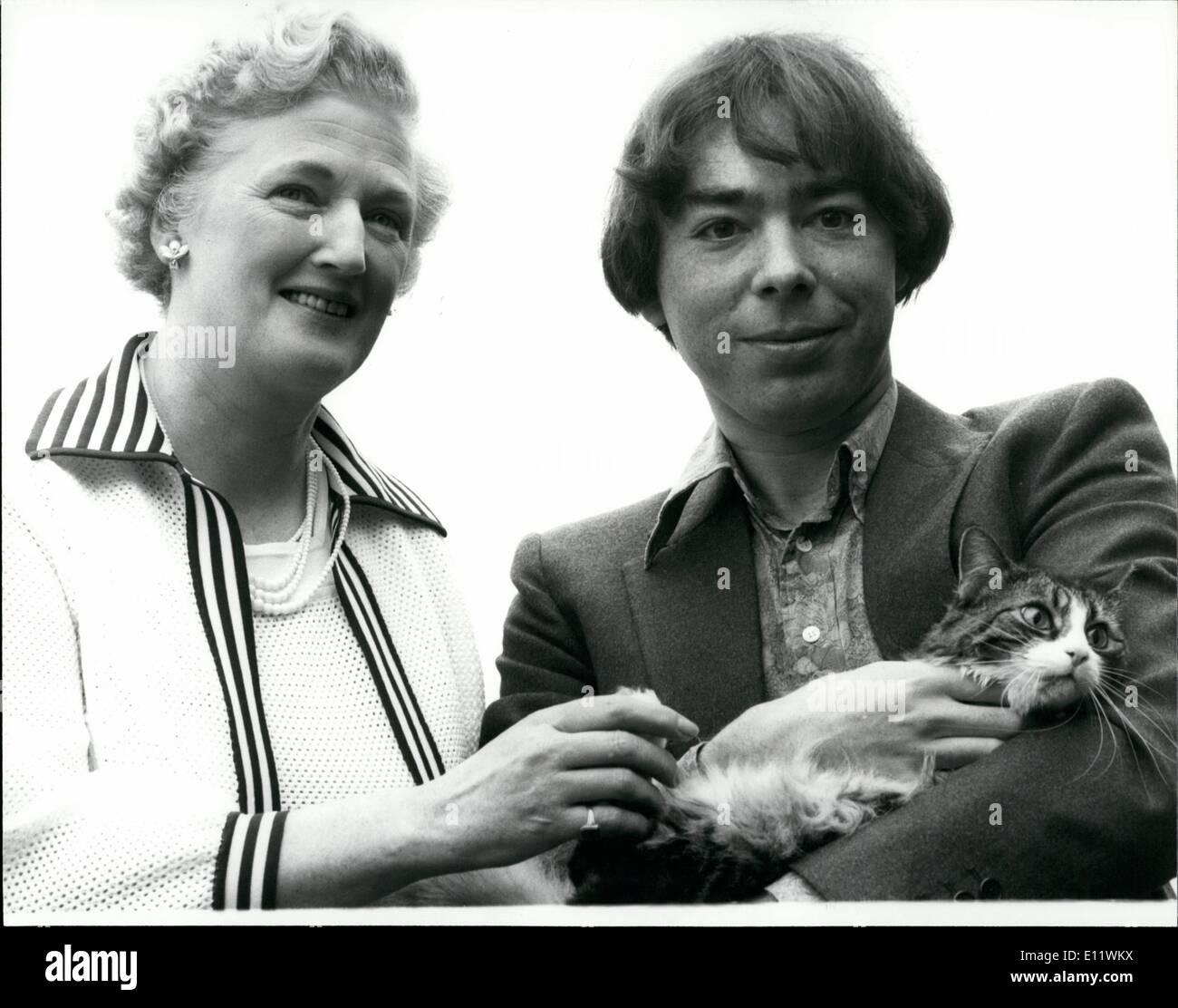 Septembre 09, 1980 - NOUVEAU LLOYD WEBBER POUR L'OUEST DE LA COMÉDIE MUSICALE ''Cats'' est le titre de la nouvelle comédie musicale de Andrew Lloyd Webber a annoncé aujourd'hui. Ce sera la première West End musical par lui depuis le ''Evita'' a ouvert ses portes à Londres en juin 1978. Inspiré par des poèmes publiés ou non par T S Eliot, incluant le célèbre ''vieux opossums Livre de chats pratique'', prévu pour itvis, ouvert à Londres en avril 1981. Le nouveau spectacle sera réalisé par Trevor Nunn de la Royal Shakespeare Company et chorégraphié par Lynne Billian Banque D'Images