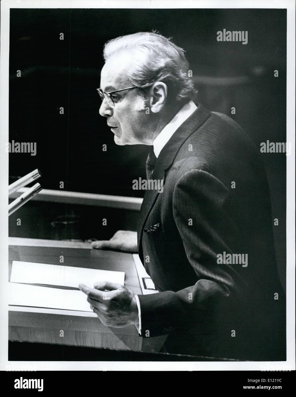 Le 12 décembre 1981 - L'Assemblée générale nomme par acclamation Javier Perez de Cuellar comme cinquième secrétaire général pour un mandat de cinq ans Photo Stock