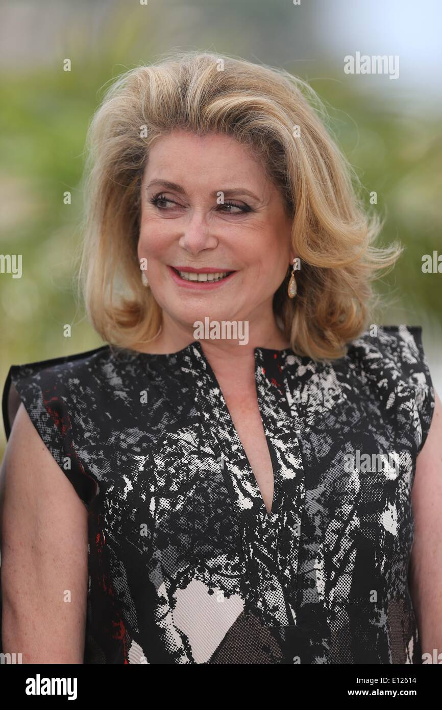 afc49e06a55 Catherine Deneuve French Film Actress Photos   Catherine Deneuve ...