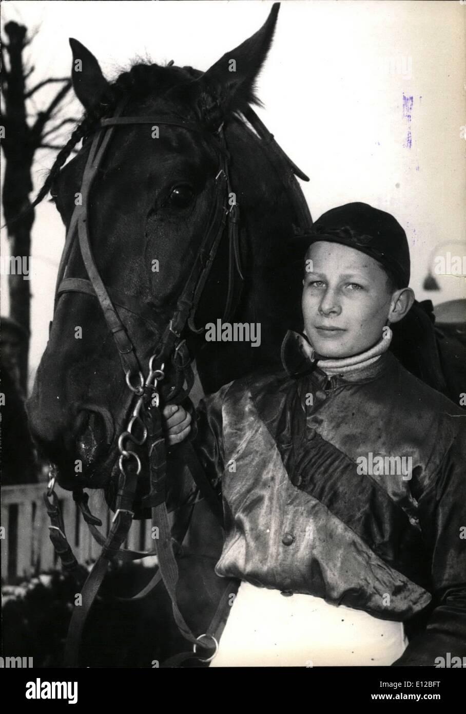 09 déc., 2011 - jockey de 14 ans n'est que de 20 victoires. À 14 ans, Jean-Pierre Dubois est le plus jeune jockey. Il s'élève déjà vingt victoires. Il remporte sa première victoire lorsqu'il n'avait que 12 ans. Il est vu ici à l'Hippodrome de Vincennes. 18/55 fév. Photo Stock