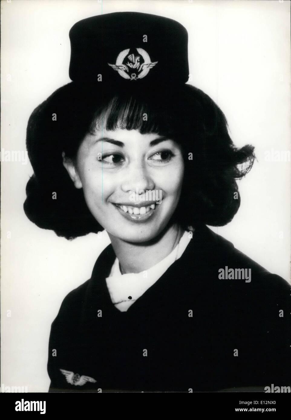 24 février 2012 - hôtesse de l'AIR, DE L'ANNÉE 26 ans, GINETTE COGNET NÉ À CAO BANG AU VIET NAM.-, AIR FRANCE AIR HOSTESS, a été élu 'vives 1968.. OPS: GINETTE COGNET, L'hôtesse de l'année. Photo Stock