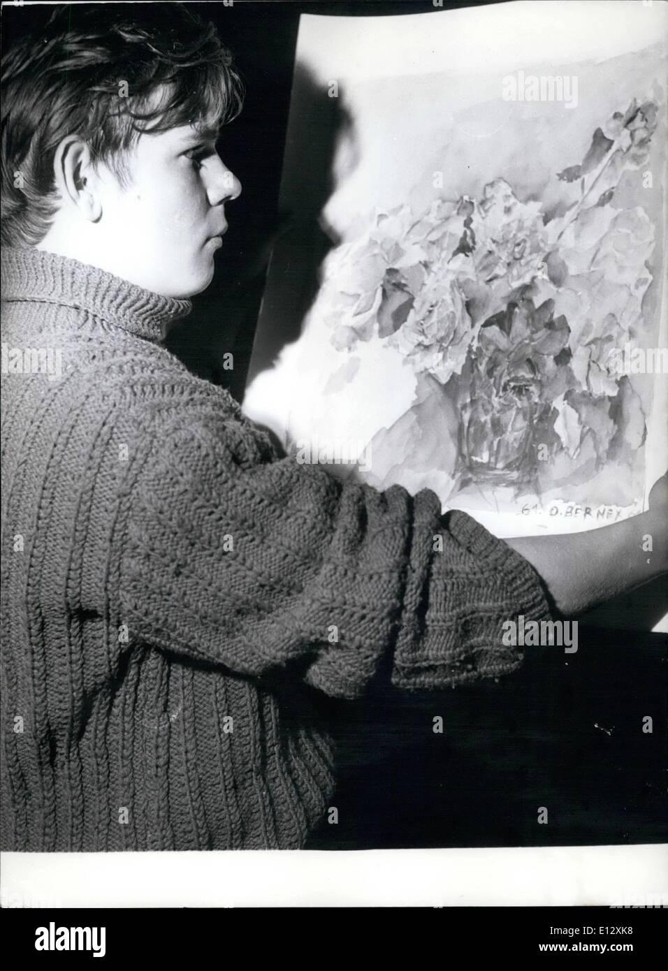 10 févr. 26, 2012 - quinze ans peintre expose à Paris. Une rive gauche art gallery est maintenant montrant la peinture réalisée par un peintre de 15 ans Olivier Bernex. OPS: Le jeune artiste photographié devant un de ses tableaux. Photo Stock