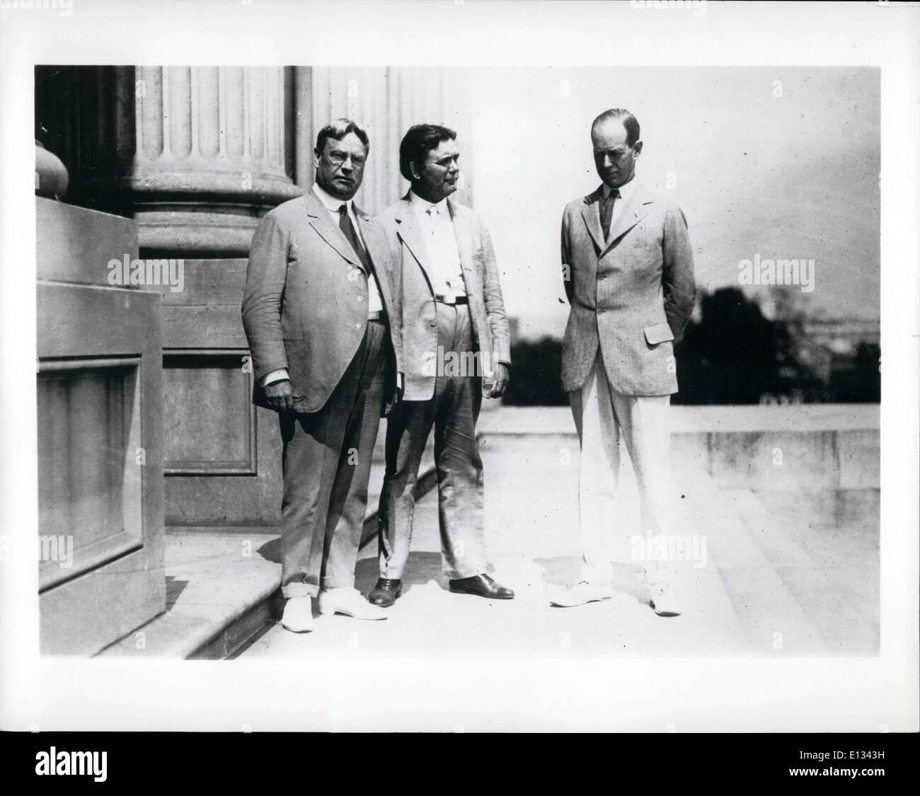 Le 26 février 2012 - 3 sénateurs qui sont sur tours dans l'opposition à l'appel de Wilson Président Société des nations. De G à D: Hirum W. Johnson, William E. Borah & Medill McCormick. Photo Stock