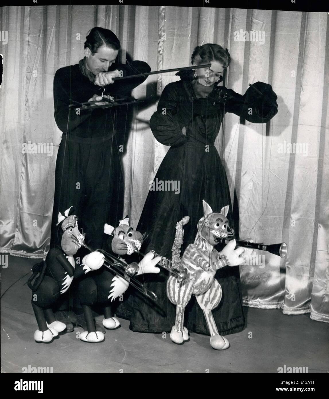 29 février 2012 - Paul annonce Peta Page manipuler les fils qui leur apportent à la vie. Hepcats Le trio voici Marmelade, Tim et Tom. Les chats sur les chaînes de caractères: faisant leur première apparition au Palladium sont deux Australiens qui ont une nouvelle loi sur les marionnettes. Ils sont mari et femme, Paul et Peta Page, et leur loi intelligente s'est révélé un grand succès auprès du public. Ils ont quatre marionnettes chat tous jouer différents instruments de musique, ''Fata'' au piano, ''Marmalade'' sur le clarionet, ''TIM'' sur le trombone et ''Tom' à la trompette, un quartette convenablement nommé ''le'' Hepcats Photo Stock