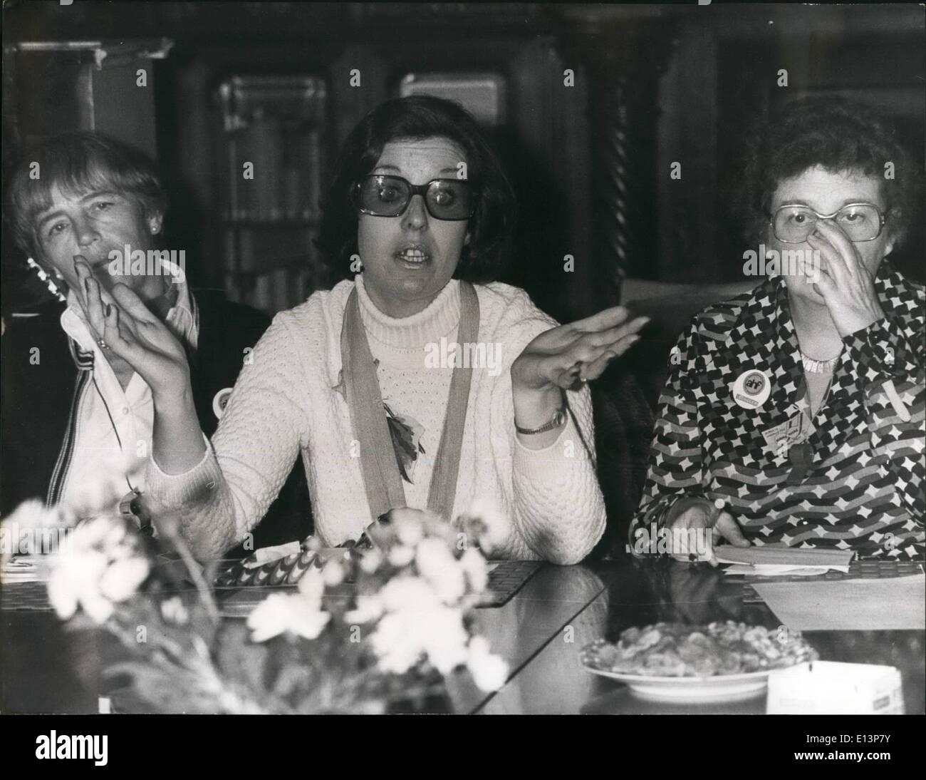 Mar. 22, 2012 - chef du mouvement de la paix de l'Ulster Betty Williams sur Visite en West-Germany: Betty Williams, le chef de l'Ulster, mouvement des femmes pour la paix est venu d'une visite de quatre jours à West-Germany sur invitation du gouvernement fédéral. Après avoir été à Hanovre et à Bonn, où elle a été reçue par le président du Bundestag, Annmarie Ranger, Betty Williams est venu de Hambourg. La Belfast femme au foyer, mère de deux enfants, sera décerné cette année le Von-Osaietzky Carl - Médaille réalisée par la section de Berlin de la Ligue internationale pour les droits de l'homme Photo Stock