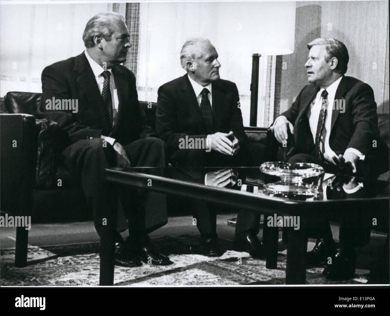Mar. 22, 2012 - DDR-économie- Politicien Gunter Mittag Visites le chancelier fédéral Helmut Schmidt: Gunter Mittag, la plus importante de mémoire DDR-politicien qui sont venus après la visite du Premier ministre sera DDR Stoph, à West-Germany, avait au 17 avril 1980, deux heures d'entretien avec le Chancelier fédéral Helmut Schmidt. Les deux partenaires ont exprimé leur intérêt pour une coopération économique. Avant la rencontre avec le Chancelier fédéral, le SED- politicien a eu des entretiens avec le président de la coalition-parties du Bundestag Photo Stock