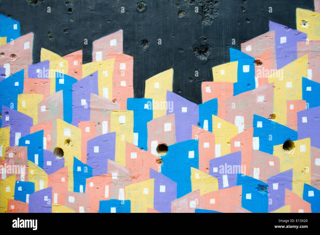 RIO DE JANEIRO, Brésil - le 14 février 2014: le rendu graphique de favela graffiti colorés en haut de la Favela Banque D'Images