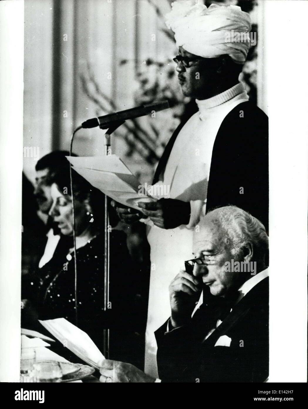 31 mars 2012 - Président Nimeri du Soudan visites l'Allemagne de l'Ouest.: photo montre le président Nimeri vu au cours d'une réception au Château Augustusburg dans Bruhl, l'Allemagne de l'Ouest au cours de sa visite officielle, à droite, Président de l'École de Walter de l'Allemagne de l'Ouest. Photo Stock