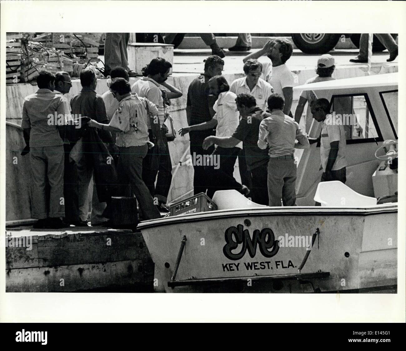 Avril 04, 2012 - Imagration nouvellement arrivés d'aide les réfugiés cubains à partir d'un bateau dans la région de Key West. Banque D'Images