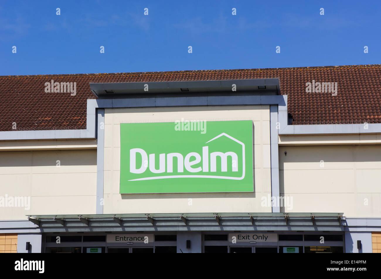 Uk retailer Dunelm - ou Dunelm Mill UK shop fron et logo Photo Stock