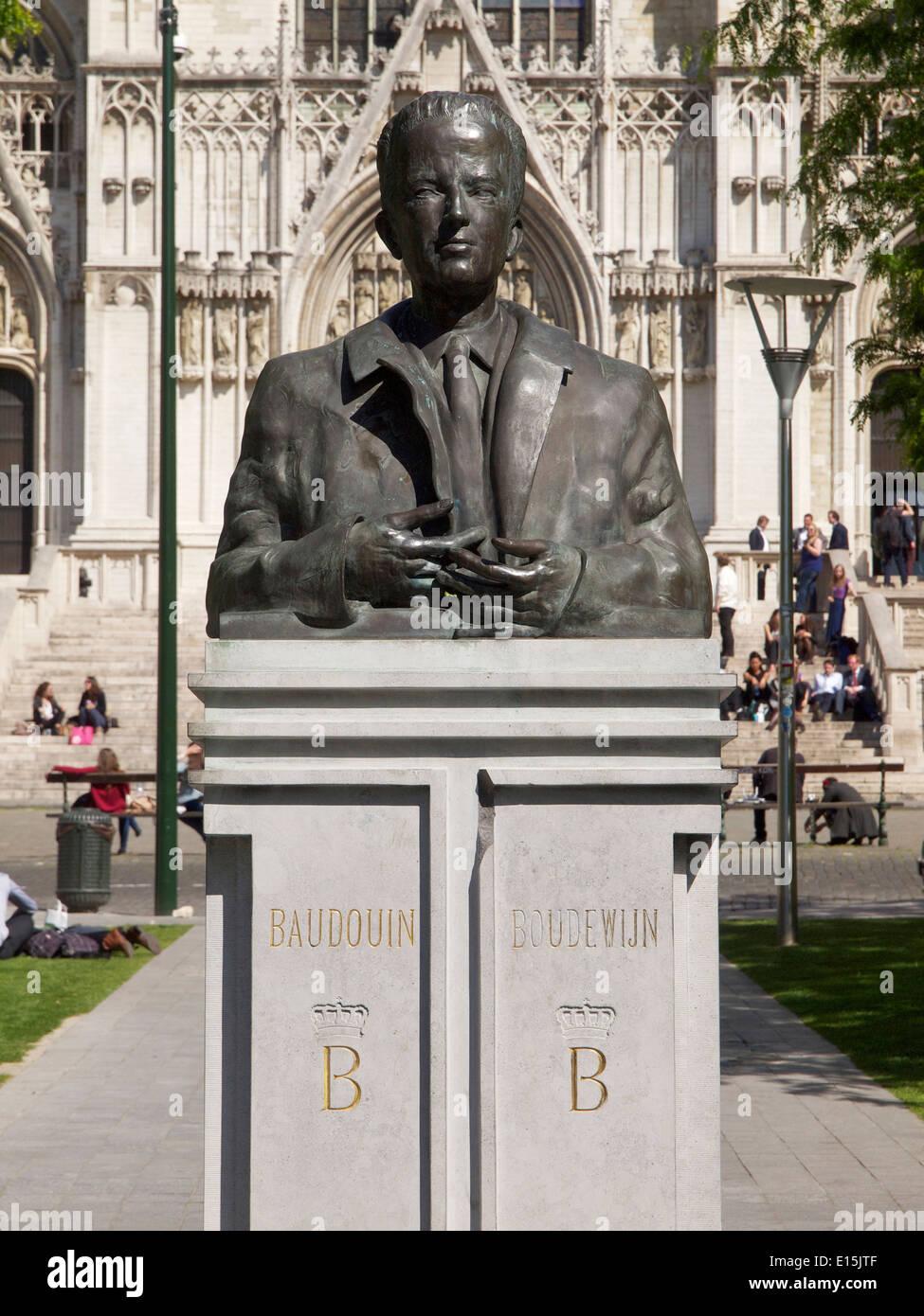 Buste du Roi Baudouin de Belgique dans le parc en face de la cathédrale de  Bruxelles b521b3bd9361