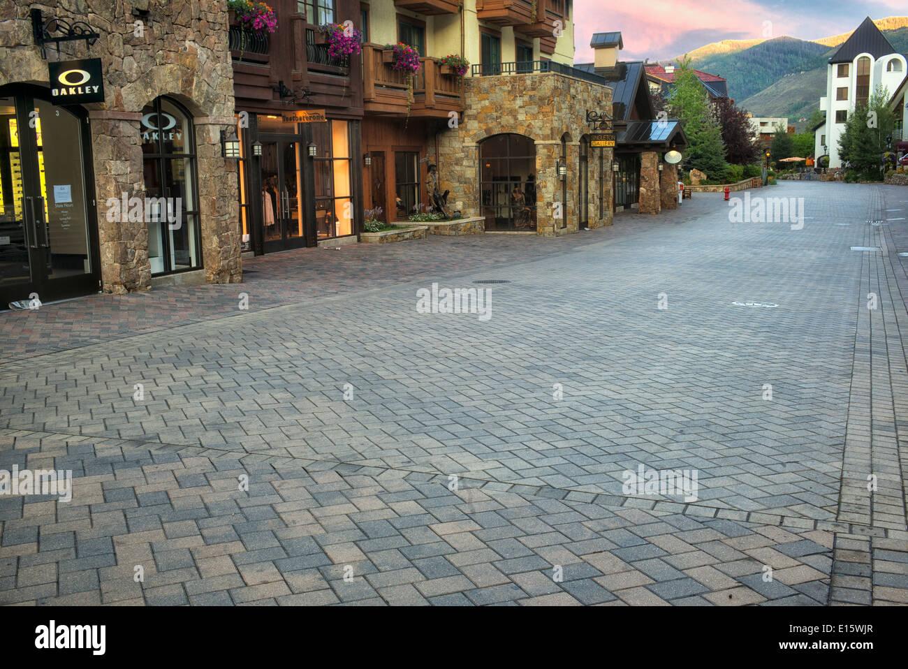 Chaussée de pierre, à Vail Village. Vail, Colorado Banque D'Images