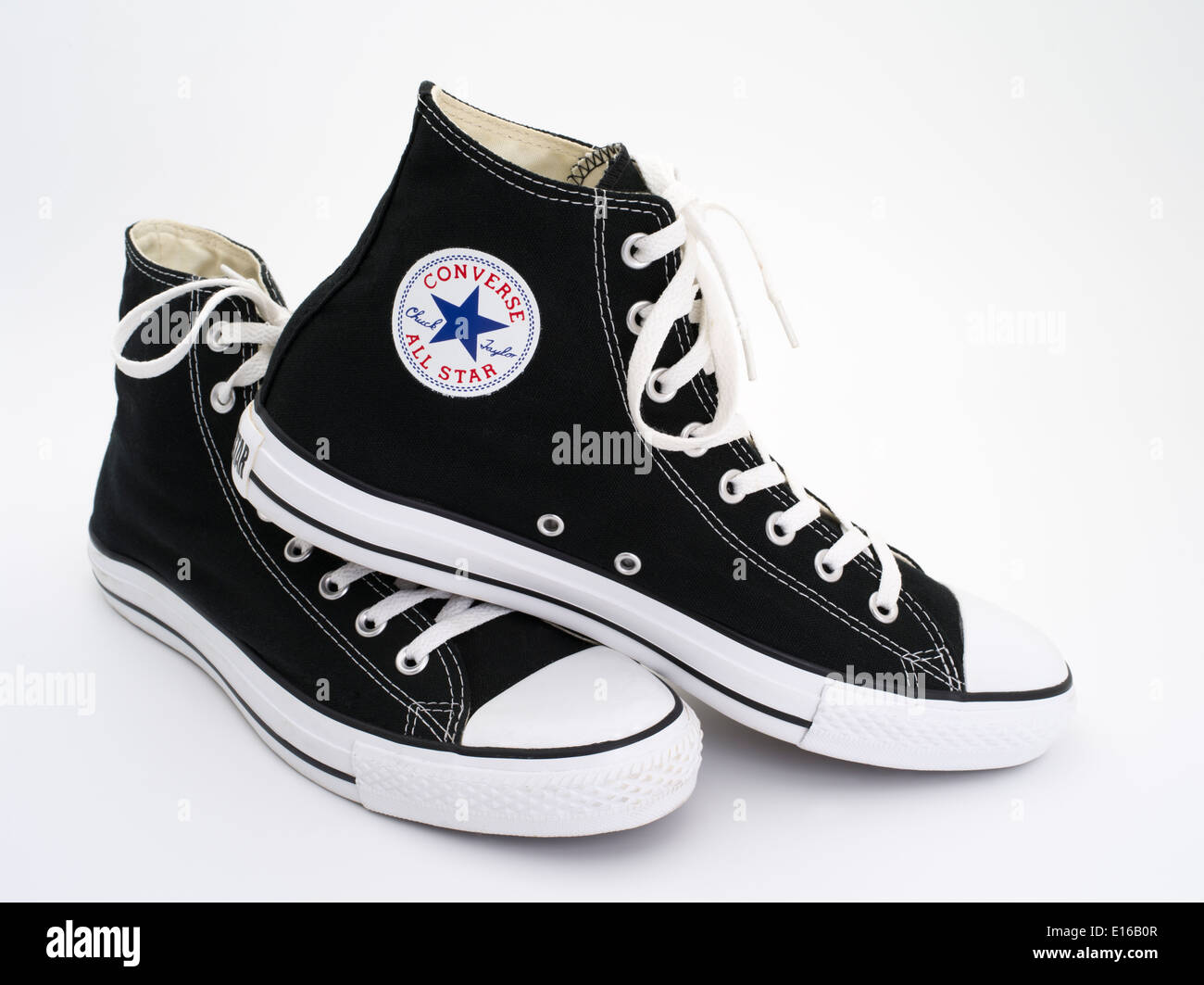 Converse All Star noir et blanc Chuck Taylor - Chuck Taylor All-Stars toile et caoutchouc Chaussures - Chaussures de basket-ball Photo Stock