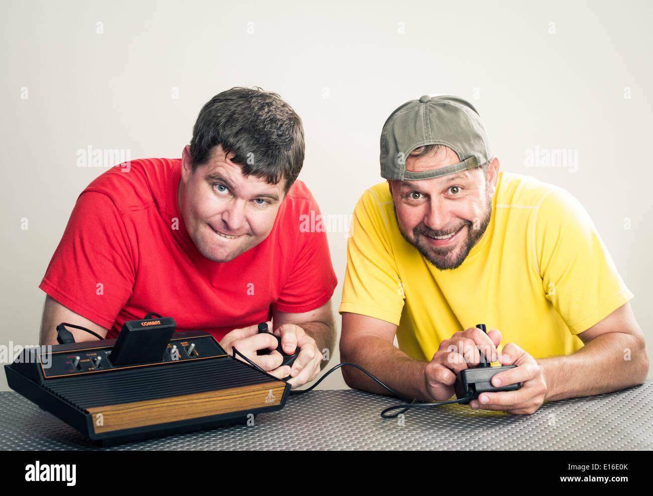 Les gars à l'Atari 2600 est une console de jeux vidéo Atari VCS, pour la vidéo Système informatique avec jeu de combat Photo Stock