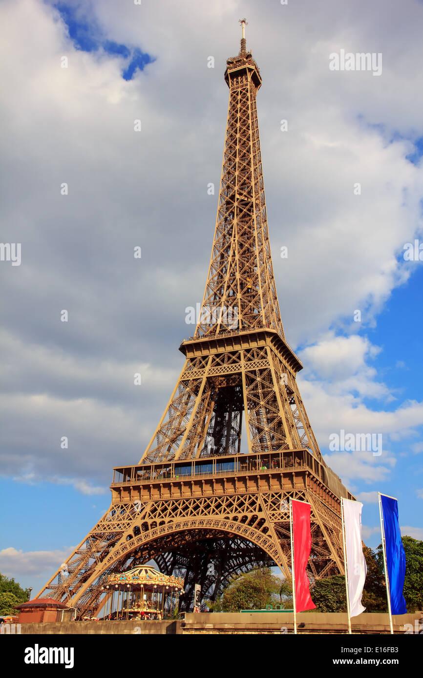 Vue depuis la Seine sur la Tour Eiffel (La Tour Eiffel), à Paris, France Banque D'Images