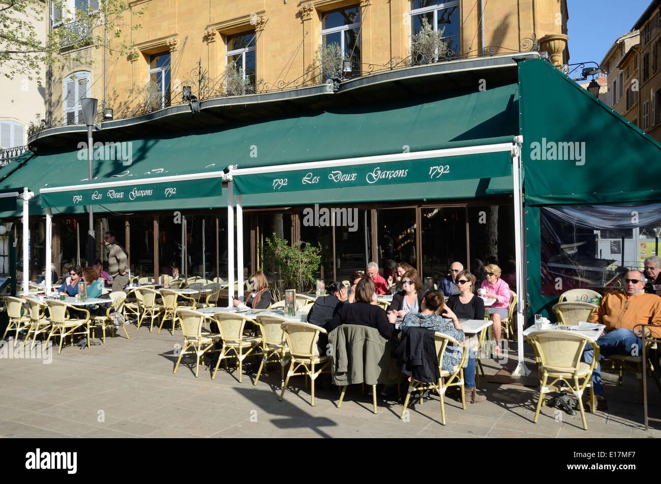 Les deux garçons trottoir Café et restaurant Cours Mirabeau Aix-en-Provence Provence France Photo Stock