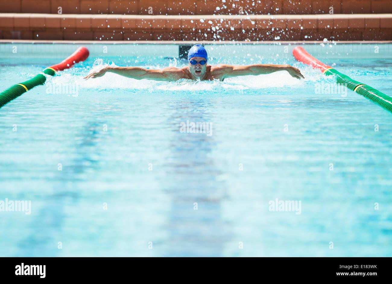 Swimmer racing in pool Photo Stock