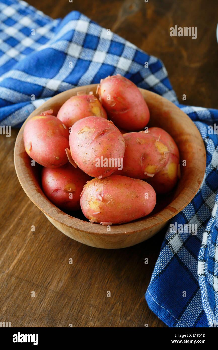 Pommes de terre nouvelles, rouge gros plan alimentaire Photo Stock
