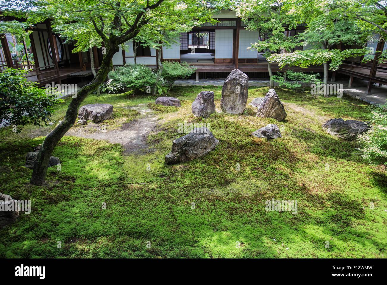 """Chouontei """"jardin de le son de la marée"""" est un jardin raffiné niché derrière Temple Kennin-ji Photo Stock"""