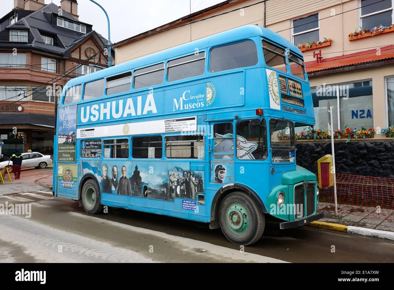 Ushuaia blue city tour bus Argentine Banque D'Images