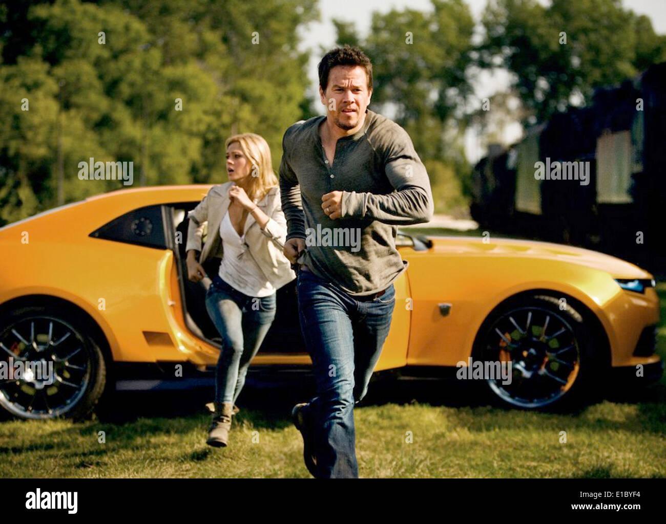 TRANSFORMERS: L'ÂGE D'EXTINCTION 2014 Paramount Pictures film avec Mark Wahlberg et Nicola Peltz Banque D'Images