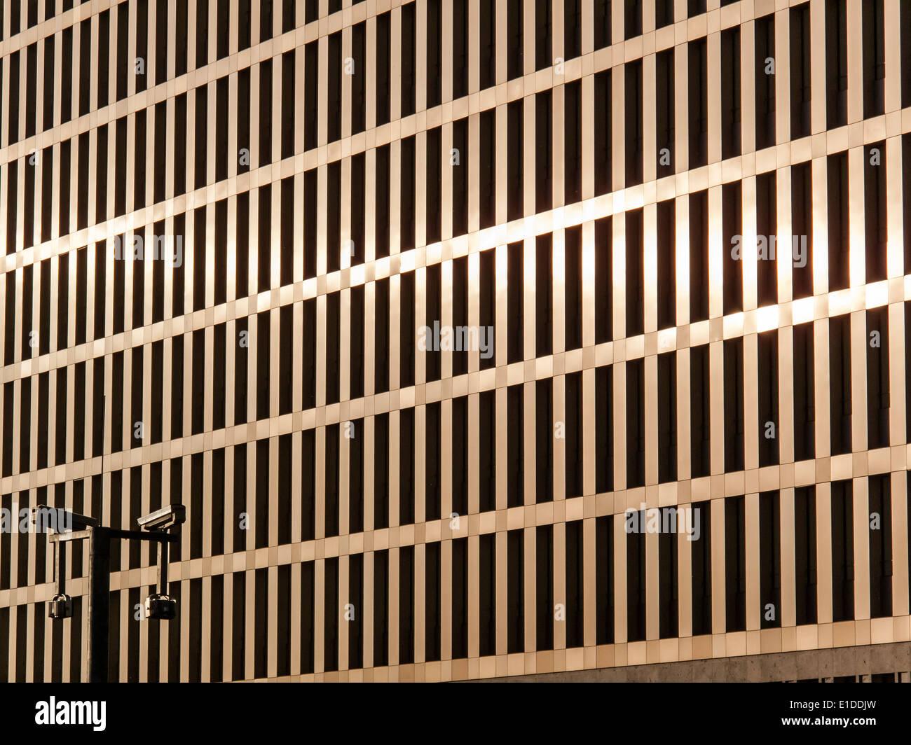 Nouveau siège de la BND, le Service de renseignement fédéral allemand à Berlin, en basse lumière. Photo Stock