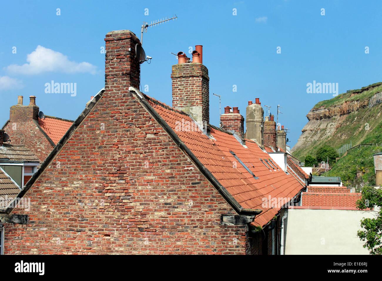 Maisons de tuiles rouges dans la ville de Whitby, North Yorkshire, Angleterre. Photo Stock