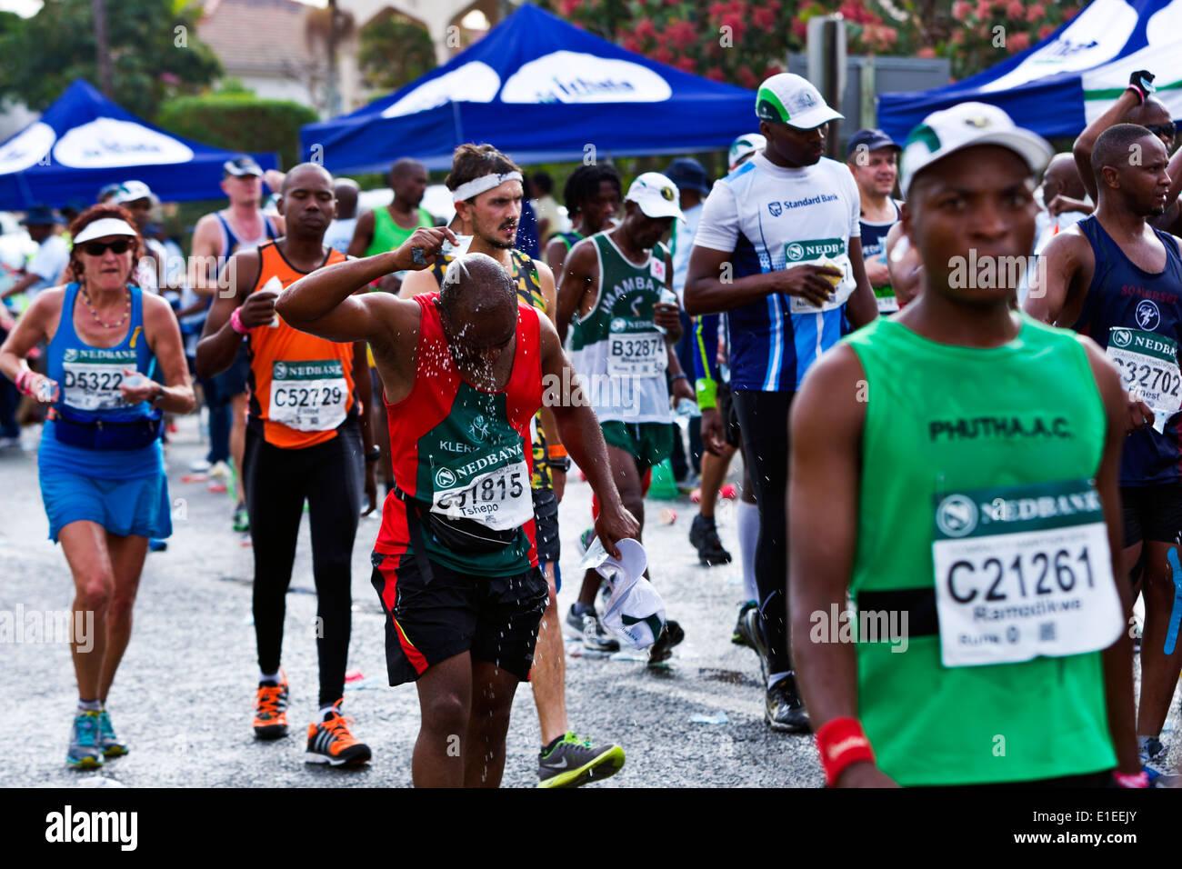 Marathon 2014 camarades coureurs en dehors de l'Afrique du Sud Durban Coupe 45e Photo Stock