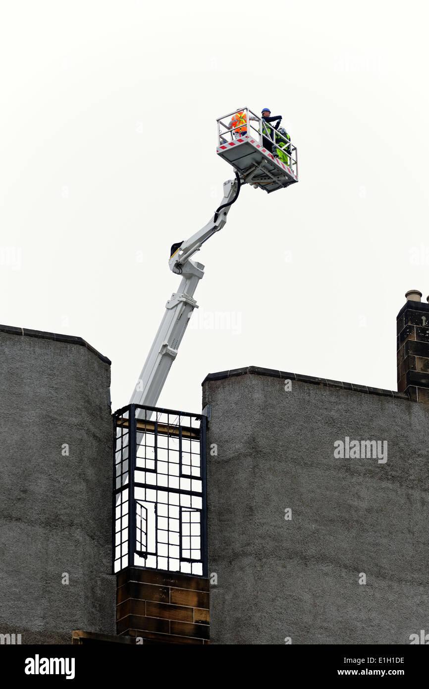 Travaux en cours d'étudier et d'évaluer les dommages causés par l'incendie à la Glasgow School of Art dans le centre-ville de Glasgow, Écosse, Royaume-Uni Photo Stock