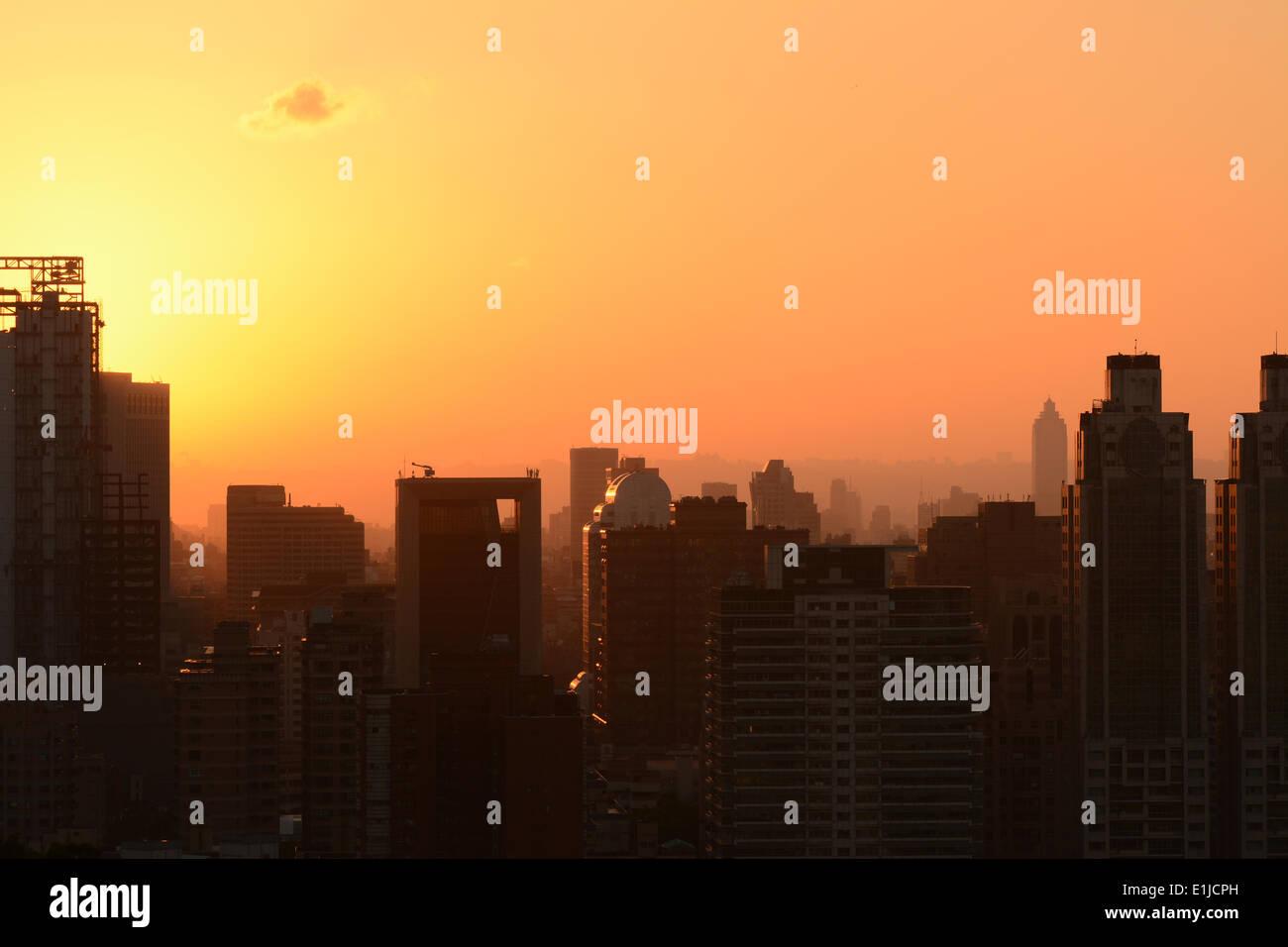 Coucher du soleil cityscape Photo Stock