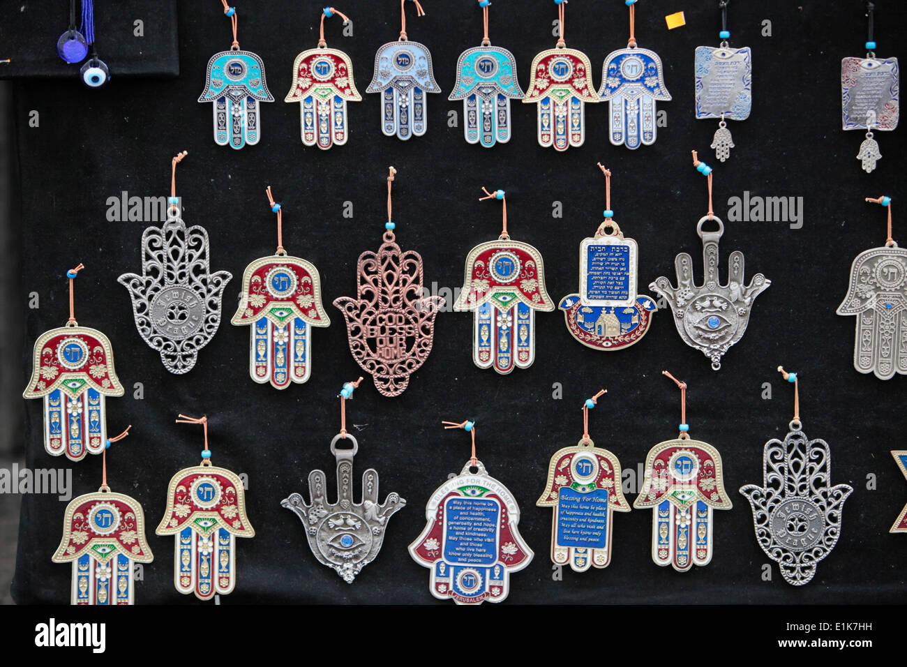 L'hamesh main ou main hamsa est un motif populaire de bijoux juifs. Banque D'Images