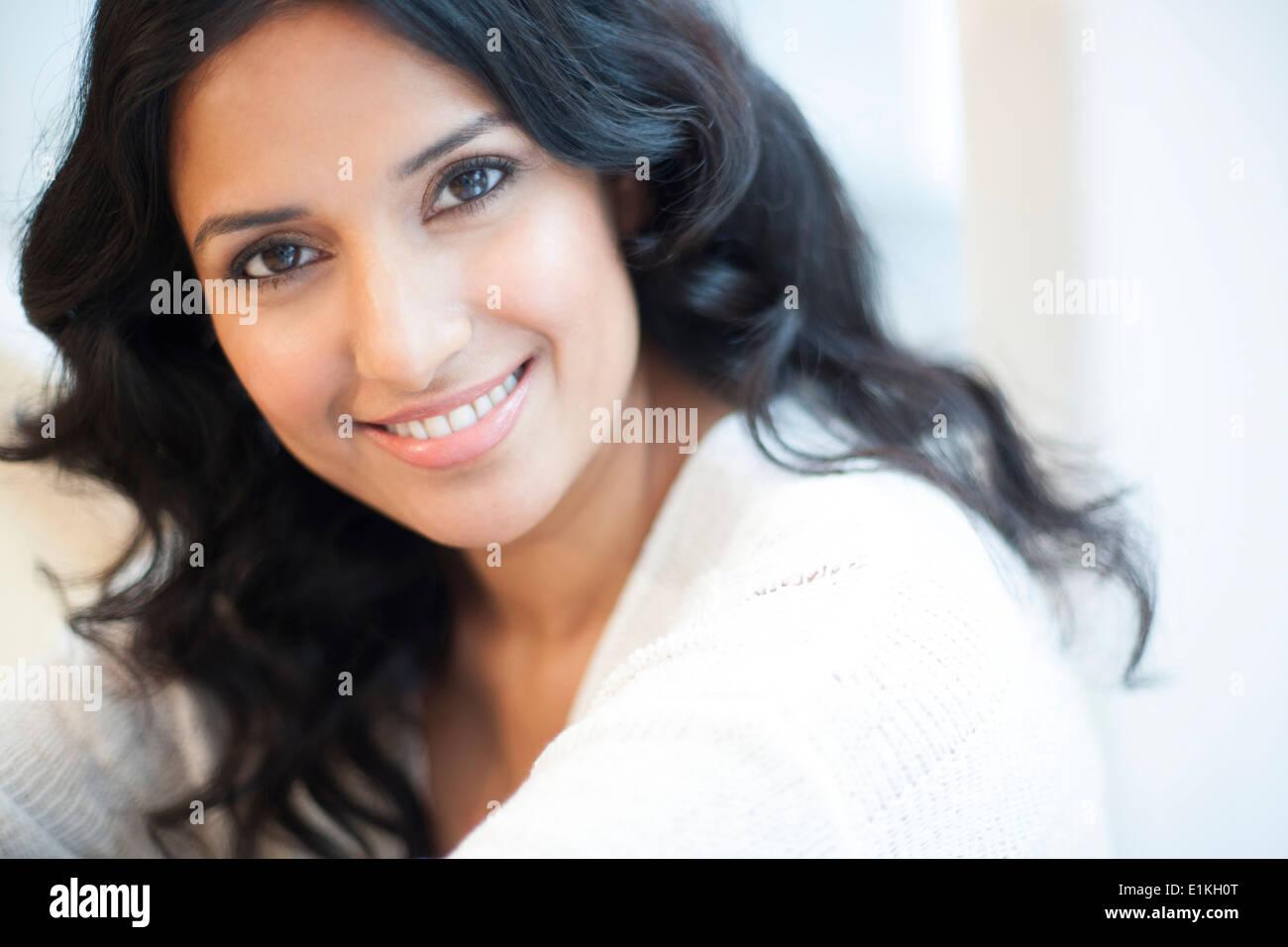 Parution modèle Portrait d'une femme souriante. Photo Stock