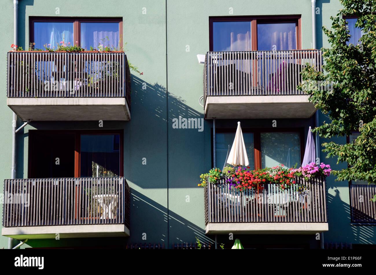 Façade maison moderne avec balcon dans la région de Potsdam ...