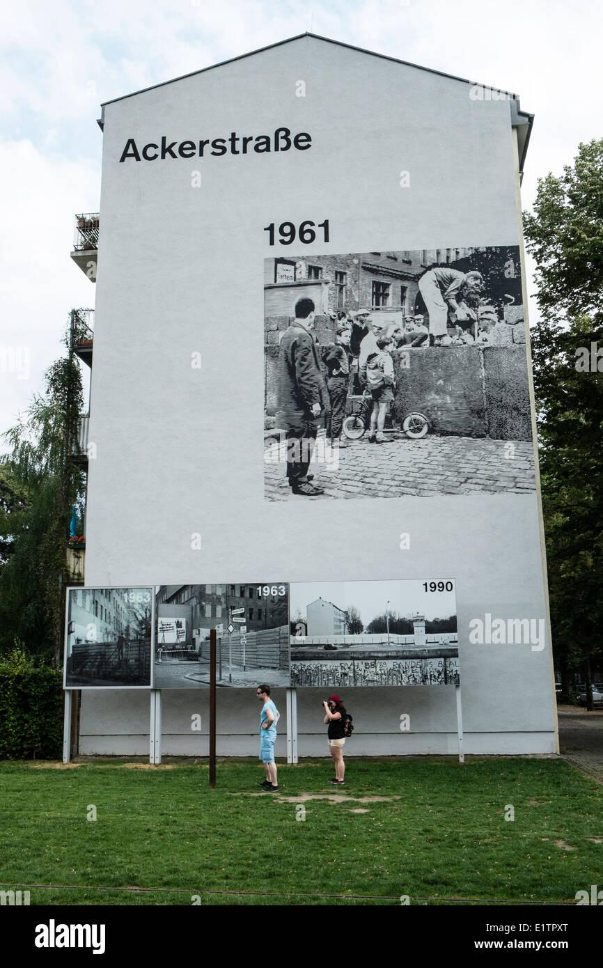 Peinture murale de bâtiment comme monument à l'emplacement de la mort de l'ancien mur de Berlin Photo Stock