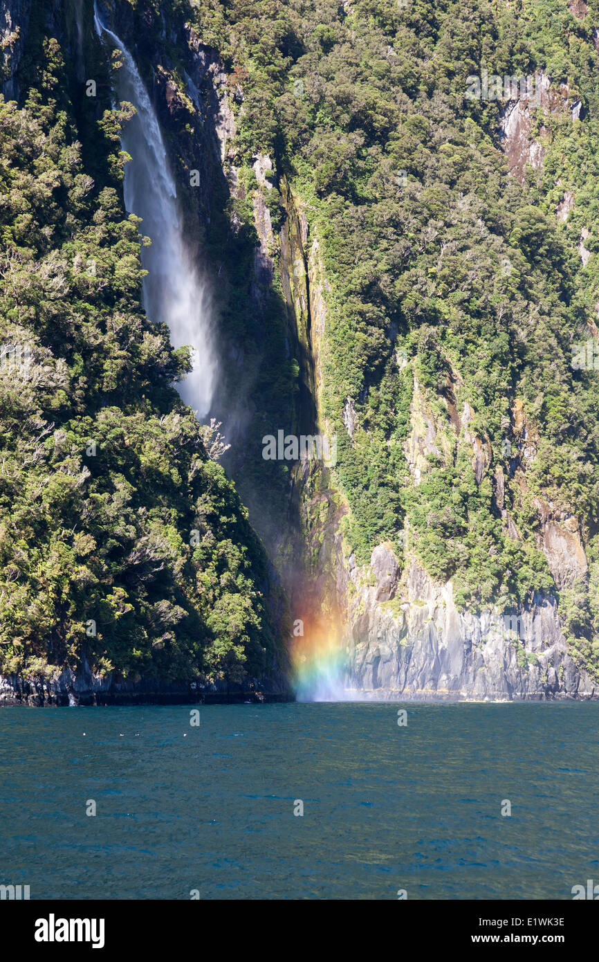 Stirling Falls Chutes permanent visible uniquement à partir d'une excursion en bateau sur le Milford Sound, Photo Stock
