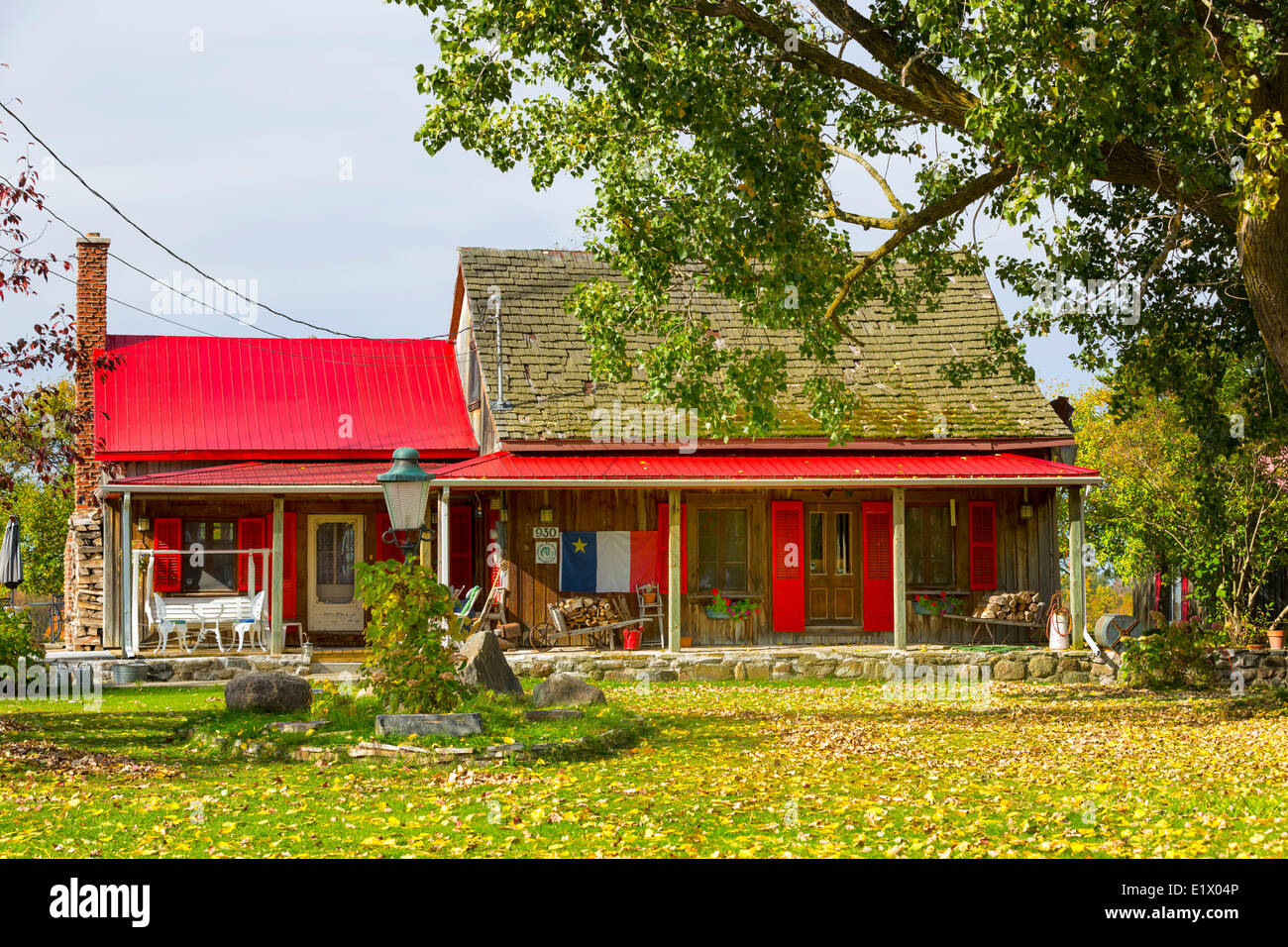 Maison Canadienne Photos & Maison Canadienne Images - Alamy