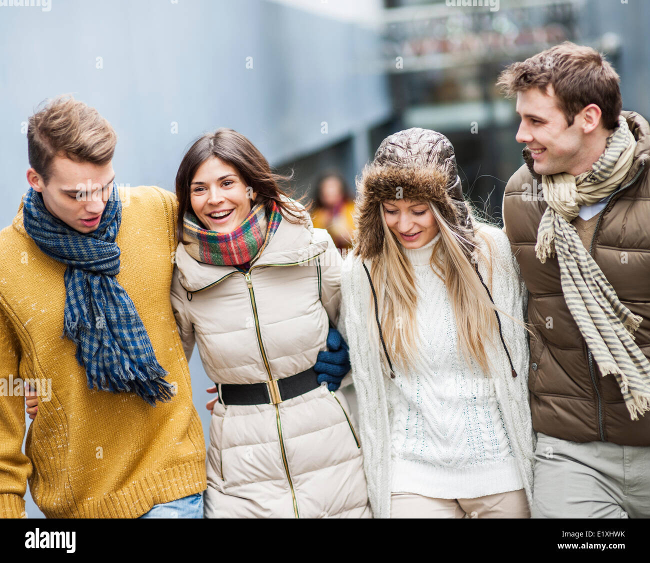Happy friends walking together outdoors Banque D'Images