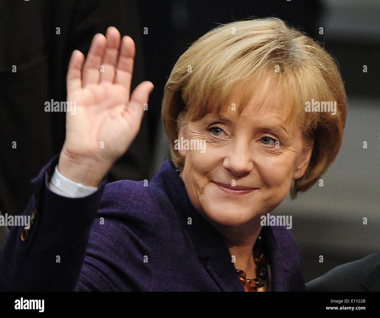 La chancelière Angela Merkel (CDU) vagues après un débat au Bundestag (le 07.05.2010). Les membres du Bundestag mettre l'aide financière pour la Grèce pour le vote. Banque D'Images