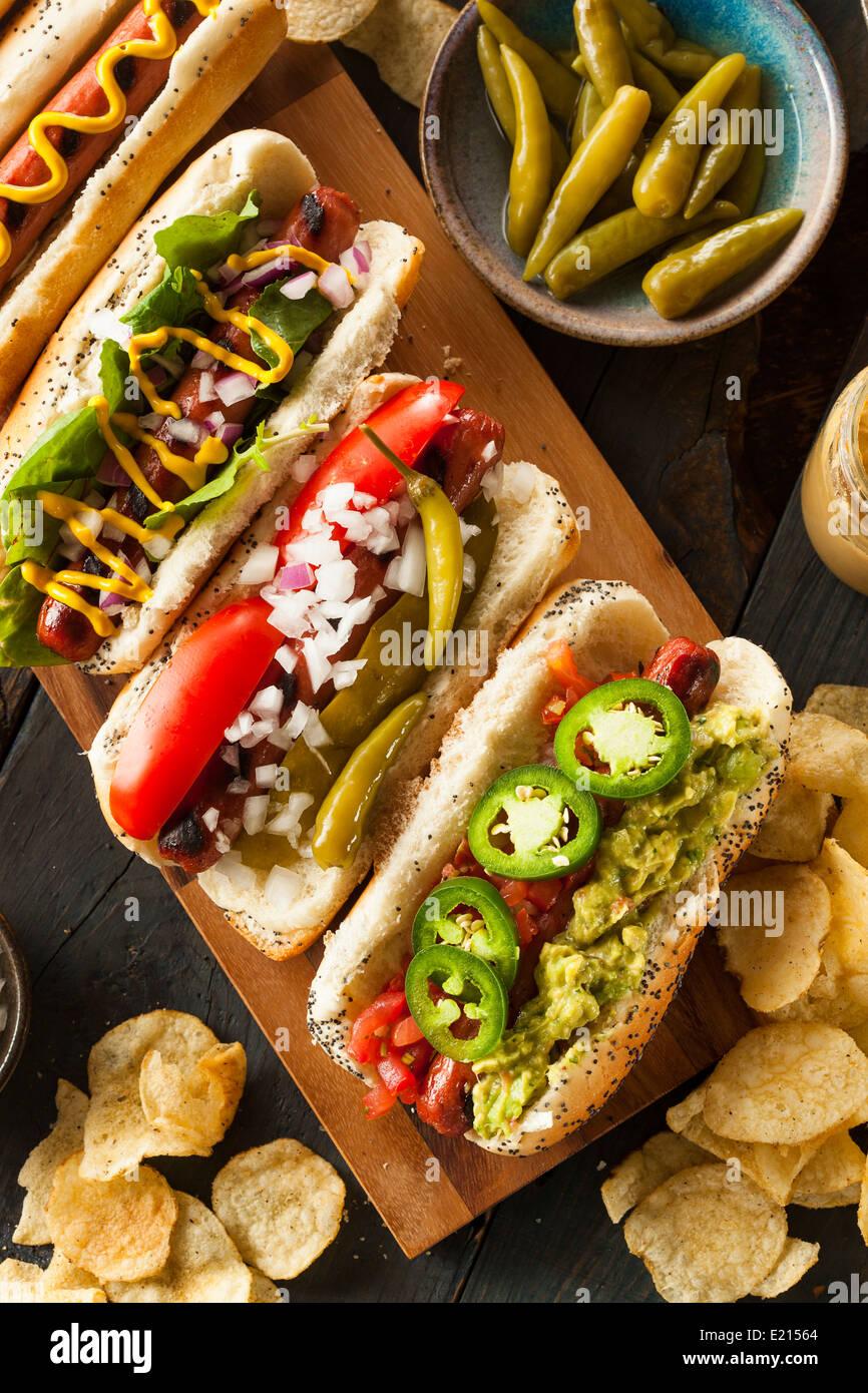 Tout le Bœuf grillé gastronomique hots dogs avec côtés et frites Photo Stock