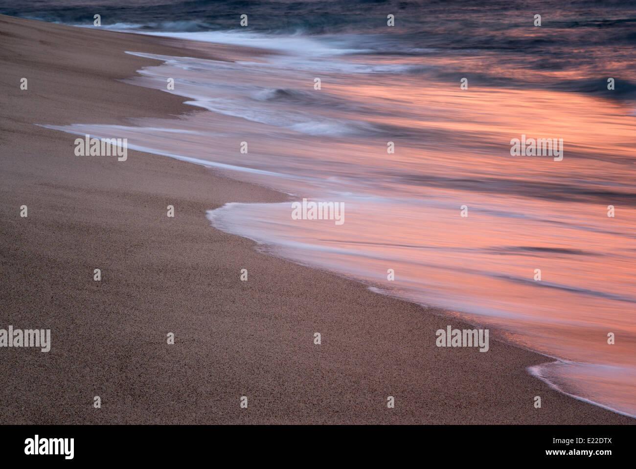 Océan vagues reflétant le coucher du soleil. Punta Mita, Mexique Photo Stock